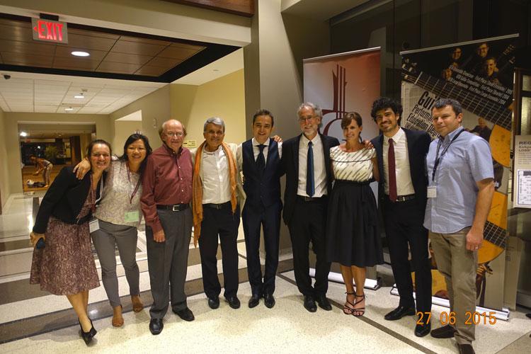 Bernard Maillot in una foto di gruppo con il figlio Cyril, responsabile della Savarez