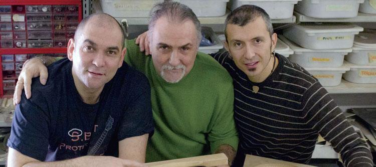 Da sinistra: Roberto Fontanot e Maurizio Serafin di Liuteria per Amore Project con Massimo Varini