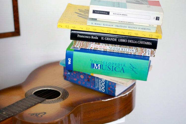 La-forza-del-Vinavil-e-il-peso-della-cultura-musicale